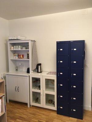 Service de boissons chaudes et casiers à clé pour les affaires personnelles